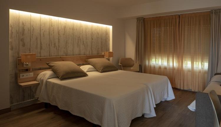 simple bedroom looks sleek